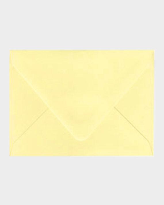 Keltainen matta kirjekuori / Yellow matt envelope