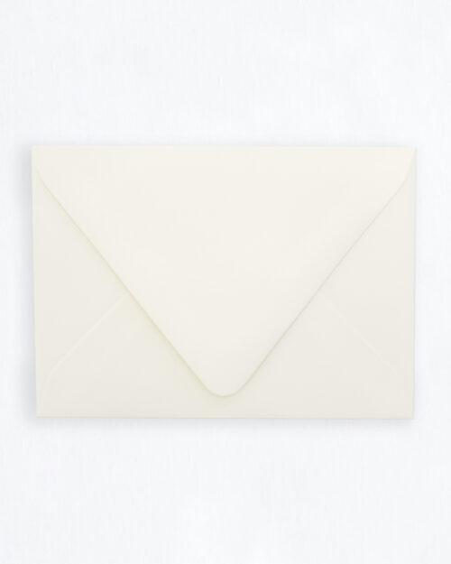 Kirjekuori luonnonvalkoinen