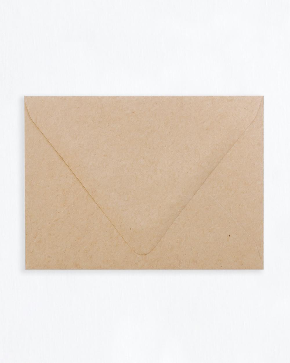 Kirjekuori ruskea