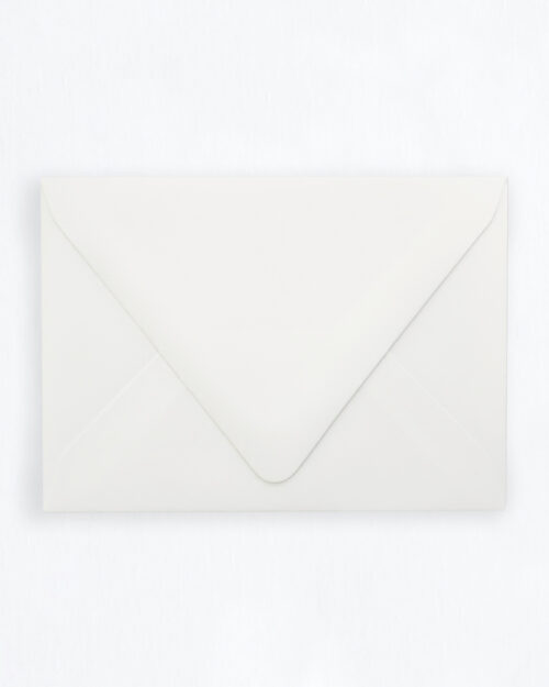 Kirjekuori valkoinen