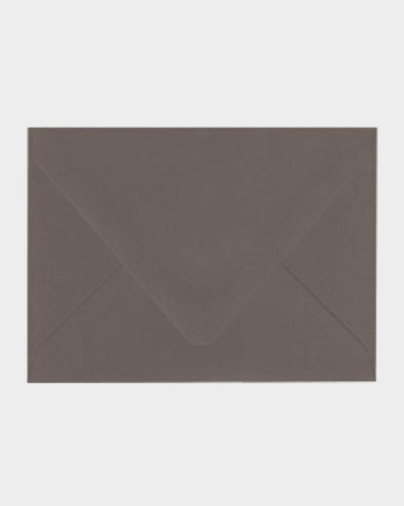 Tummanharmaa matta kirjekuori / Dark grey matt envelope