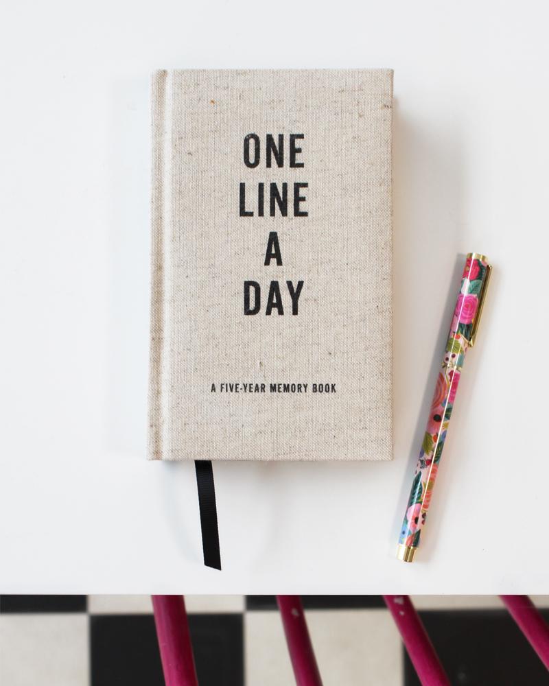 One line a day 5 year diary / 5 vuoden päiväkirja