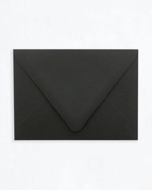 Kirjekuori musta