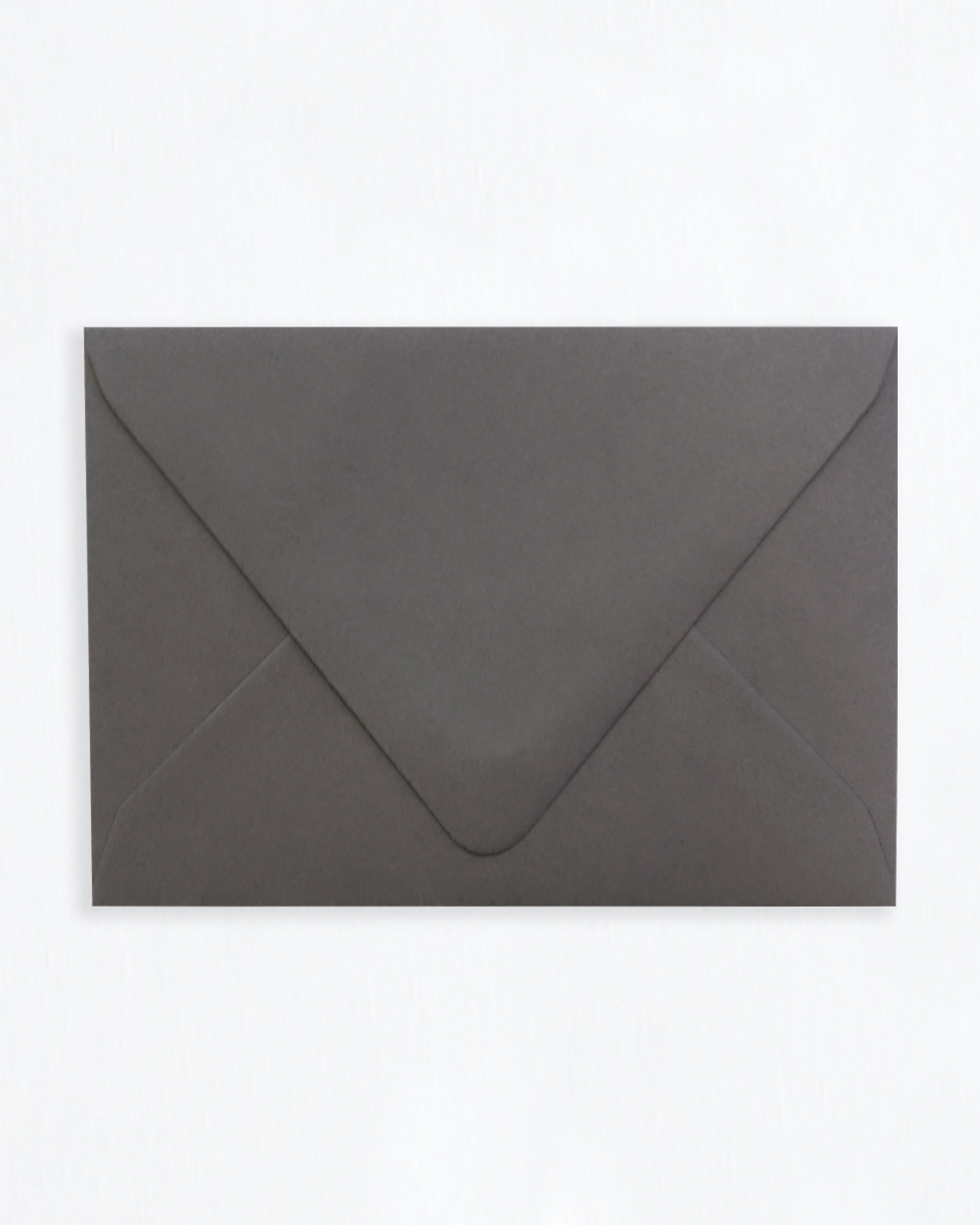 Kirjekuori tummanharmaa