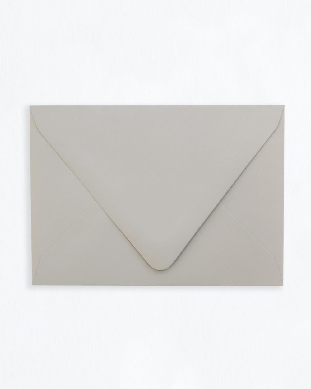 Kirjekuori vaaleanharmaa