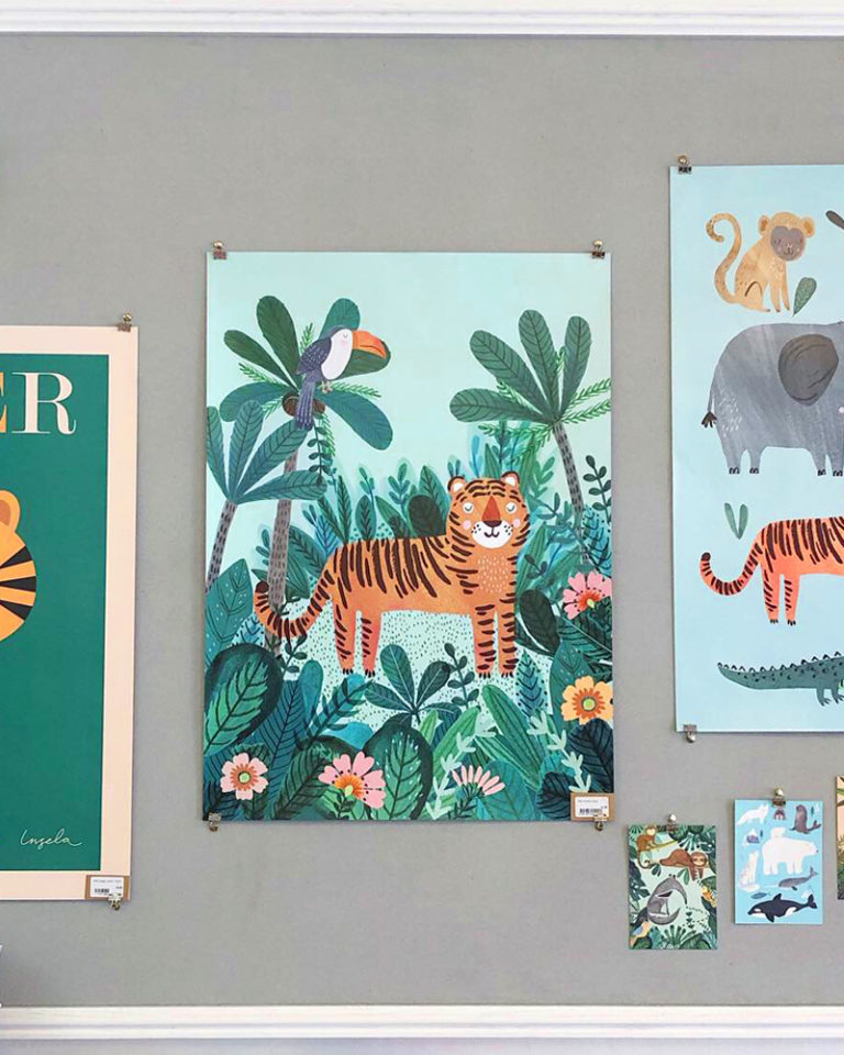 Papershop Helsinki Petit Monkey Tiger Poster Juliste