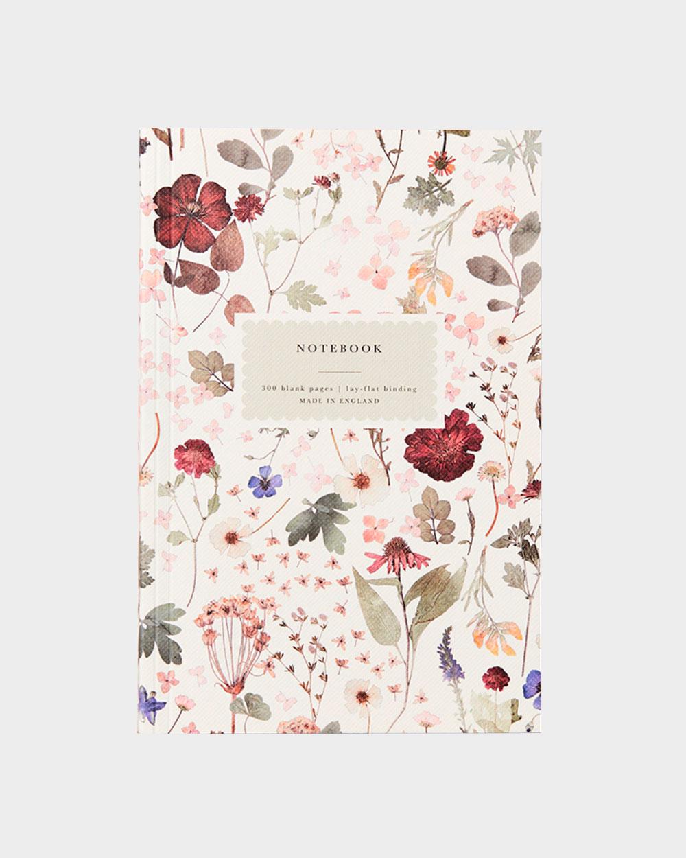 romanttinen vanhahtavan tyylinen kukkakuvioinen muistikirja