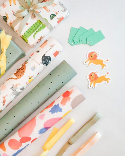 lapsille sopivia värikkäitä lahjapapereita