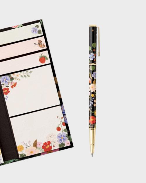kynä ja muistilappuja