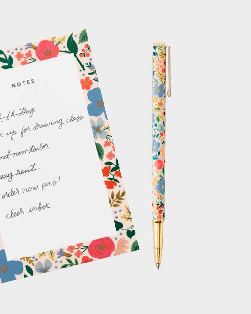 kynä ja muistilehtiö
