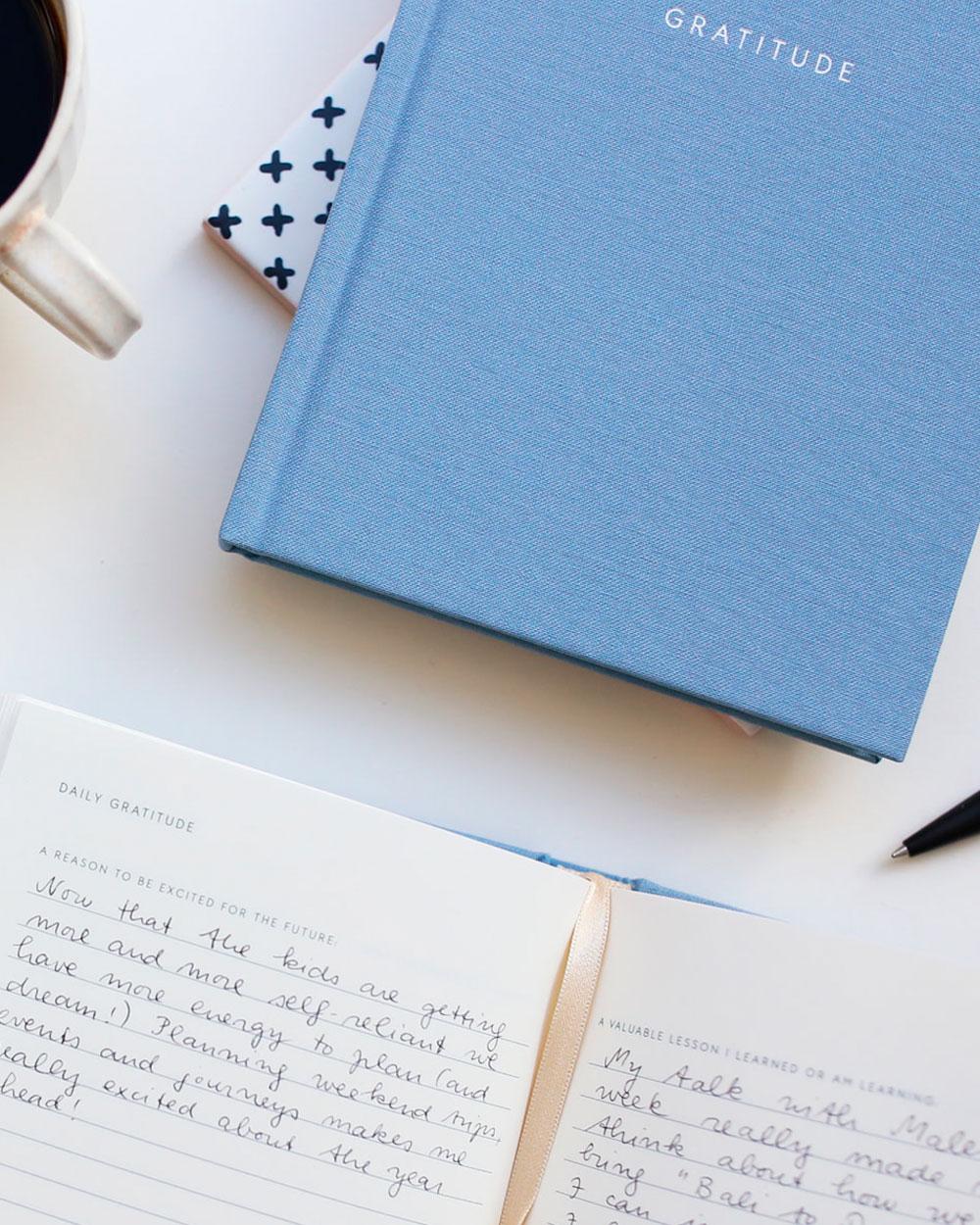 Gratitude kiitosllisuuspäiväkirjan lähikuva