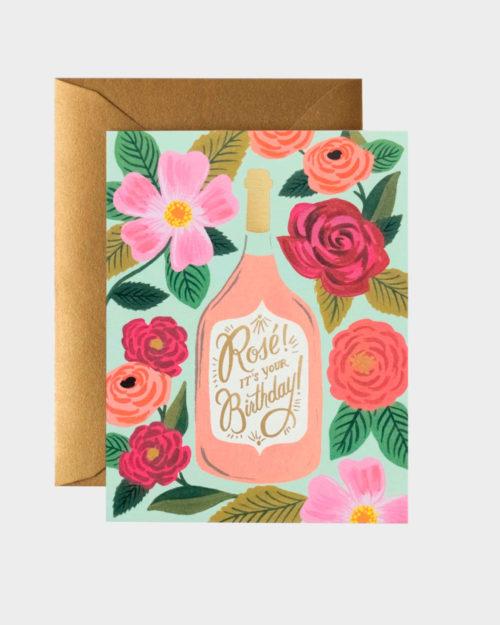kortti jossa kuvituksessa roseeviinipullo ja kukkia
